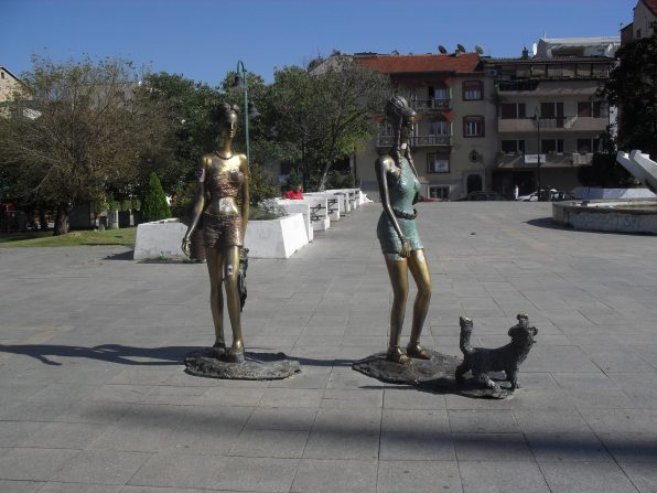 Entirely unexplainable It Girl statues.